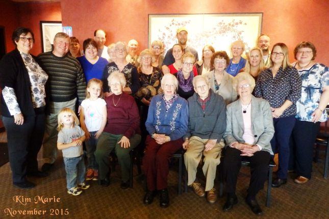 A large group of people for a group photo in a restaurant.